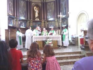 El Cardenal  durante la Misa